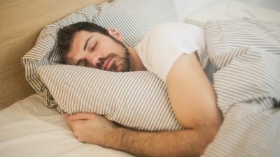 5 Tips Tidak Gerah dan Berkeringat Saat Tidur Malam
